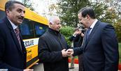 توزيع سيارات للنقل المدرسي على عدد من الجماعات الترابية بإقليم إيفران