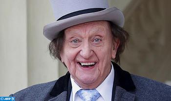 وفاة الكوميدي البريطاني كين دود عن عمر 90 عاما