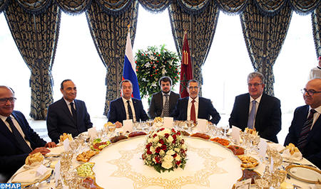 جلالة الملك يقيم مأدبة غذاء على شرف الوزير الأول لجمهورية روسيا الفيدرالية ترأسها رئيس الحكومة