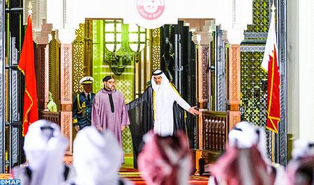 أمير دولة قطر يقيم حفل استقبال رسمي على شرف جلالة الملك