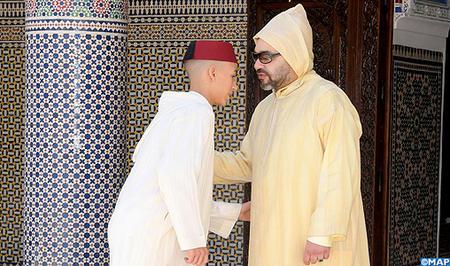 أمير المؤمنين يؤدي صلاة عيد الفطر لعام 1348 - 2018 بمسجد أهل فاس بالرباط ويتقبل التهاني بهذه المناسبة السعيدة