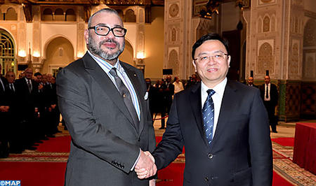 جلالة الملك يستقبل بالدار البيضاء رئيس المجموعة الصينية بي. واي. دي أوطو إنداستري