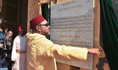 """أمير المؤمنين يدشن """"مسجد محمد السادس"""" بسلا الجديدة ويؤدي به صلاة الجمعة"""