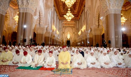 أمير المؤمنين يترأس بمسجد الحسن الثاني  حفلا دينيا كبيرا إحياء لليلة القدر المباركة