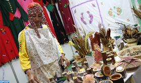 حليمة أبلال.. صانعة تقليدية نجحت في تحويل بقايا النفايات والأشجار إلى منتوجات وتحف فنية فريدة