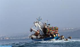 اصطدام قارب صيد مغربي بأحد الشعاب البحرية بطرفاية .. إنقاذ أفراد الطاقم الثلاثين