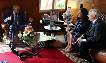 Official Receives Leaders of National Press club of Washington