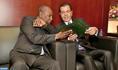 SAR el Príncipe Moulay Rachid entrega en nombre de SM el Rey una nota preliminar sobre la inmigración al presidente de la UA