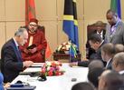 SM el Rey y el presidente tanzano presiden la ceremonia de firma de 22 convenios y acuerdos bilaterales