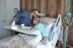 SM el Rey visita a Abderrahmane Youssoufi hospitalizado por una neumonía