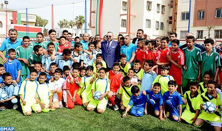 SM el Rey inaugura un campo deportivo de proximidad en Casablanca