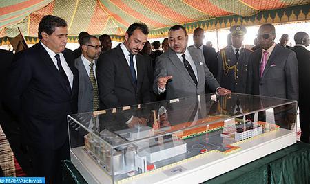 SM el Rey y el Presidente guineano visitan las obras de construcción del complejo de formación profesional en Conackry
