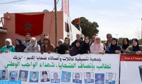 """Noveno aniversario de los incidentes de  Gdeim Izik: Las familias y los amigos de las víctimas conmemoran la memoria de los """"mártires de la patria"""""""