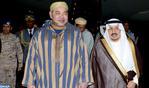 Arrivée de Sa Majesté le Roi à Ryad pour prendre part au Sommet Maroc-Pays du Golfe
