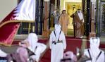 L'Emir du Qatar offre une cérémonie d'accueil officielle en l'honneur de Sa Majesté le Roi