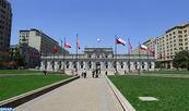Élections générales au Chili : les 42.890 bureaux de vote fonctionnent de manière normale, le QG de campagne de Piñera occupé par des manifestants