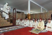 SM le Roi Amir Al Mouminine accomplit la prière du vendredi à la mosquée Oum Kaltoum à Rabat