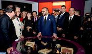 """SM le Roi et le président français visitent à l'IMA l'exposition """"Trésors de l'islam en Afrique, de Tombouctou à Zanzibar"""""""