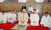 SM le Roi Mohammed VI, Amir Al Mouminine, accomplit la prière du vendredi à la mosquée Annasr à Marrakech