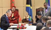 SM le Roi et le Président tanzanien président la cérémonie de signature de 22 conventions et accords bilatéraux