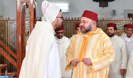 SM le Roi, Amir Al Mouminine, accomplit la prière du vendredi à la mosquée Ibrahim Al-Khalil à Casablanca