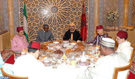 SM le Roi offre un iftar officiel en l'honneur du Président de la République Fédérale du Nigeria
