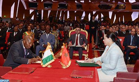 Forum économique Ivoiro-marocain : SM le Roi préside la cérémonie de signature de vingt-six accords de partenariat public-privé et d'investissement