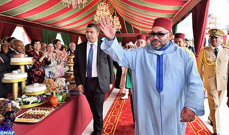 SM le Roi préside à M'Diq une réception à l'occasion du 54ème anniversaire du Souverain