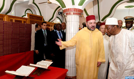 SM le Roi, Amir Al Mouminine, fait don de 10.000 exemplaires du Saint Coran aux parties en charge de la gestion des affaires religieuses en Guinée