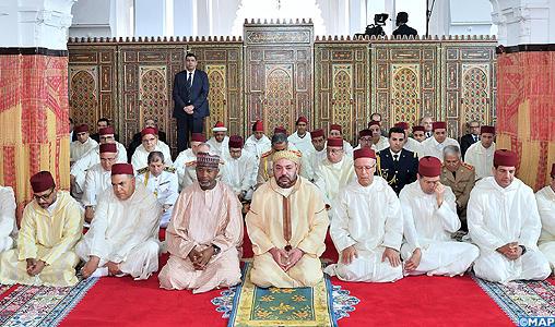 SM le Roi, Amir Al Mouminine, accomplit la prière du vendredi à la mosquée Al Mohammadi à Casablanca