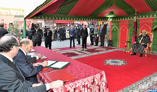 SM le Roi préside la cérémonie de signature de la convention relative au financement, à la restauration et à la mise en valeur des circuits touristiques et spirituels de l'ancienne Médina de Marrakech