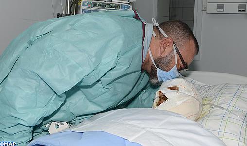 SM le Roi se rend au chevet du seul blessé transportable dans l'accident sur l'autoroute Marrakech-Agadir admis au CHU de Marrakech