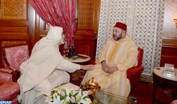 SM le Roi, Amir Al Mouminine reçoit M. Jamal Eddine Al Boutchichi Al Qadiri qui a présenté au Souverain les condoléances suite au décès de son père Cheikh Hamza Al Qadiri Boutchich