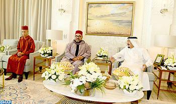 SM le Roi rend une visite d'amitié et de courtoisie au Serviteur des Lieux saints de l'Islam en sa résidence à Tanger