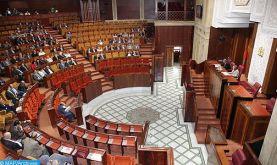 Le bilan d'étape de l'action gouvernementale suscite des réactions divergentes de la majorité et de l'opposition