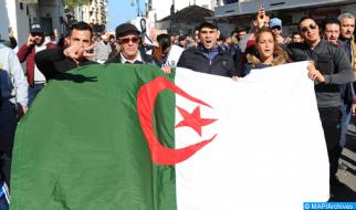 حوالي 100 جزائري يقبعون في السجون بسبب آرائهم (لجنة)