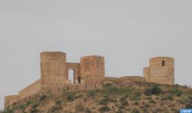 Alhucemas: El encargado de negocios de la embajada de Estados Unidos en Marruecos visita el sitio arqueológico de Al Kalaa Torres