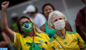 Partidarios de Presidente de Brasil Bolsonaro se manifiestan en contra del voto electrónico