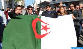 """Algérie : Les manifestants réclament la """"démocratisation"""" du pays et le """"départ des dirigeants"""" au pouvoir (Europapress)"""