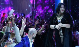 Le caftan marocain dans toute sa splendeur lors d'un défilé de mode international à Bruxelles