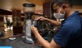 Casablanca-Settat: les serveurs de cafés et restaurants doublement accablés