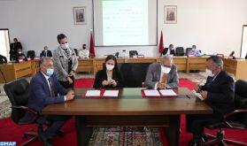 Signature à Dakhla de deux conventions portant sur l'élaboration de la charte architecturale et la promotion de l'éco-cité de Dakhla