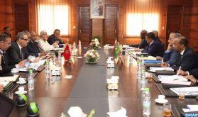 Fès : L'expérience marocaine en matière de régionalisation présentée à des présidents de régions mauritaniennes