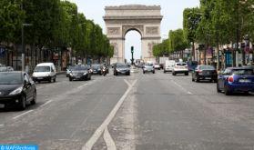 Sous cloche pour la 3è fois, la France parie sur le vaccin pour entrevoir le bout du tunnel