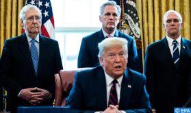 Trump signe le plus important plan de sauvetage économique de l'histoire des Etats-Unis